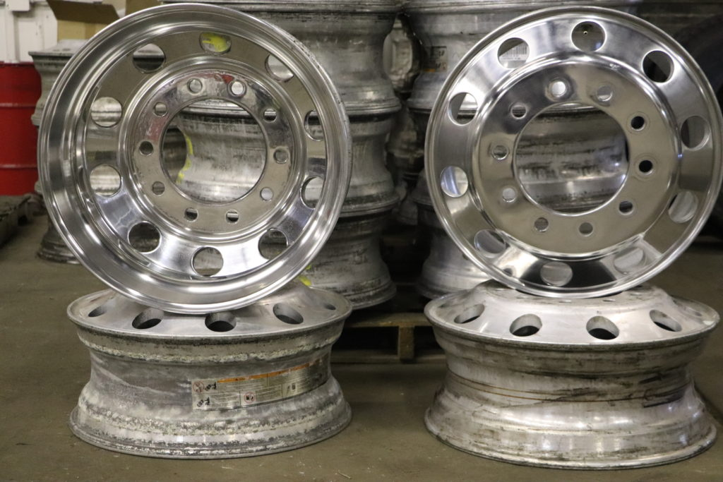 Semi Truck Wheel Polishing Service in Calumet Park, Illinois